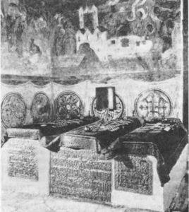 Архангельский собор. Торцы надгробий царя Ивана IV и его сыновей царевича Ивана Ивановича и царя